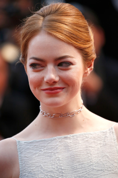 Diễn viên Emma Stone dùng choker thương hiệu Repossi