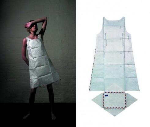 Chiếc đầm có thể được xếp gọn như chiếc bao thư (BST Xuân-Hè 2000).