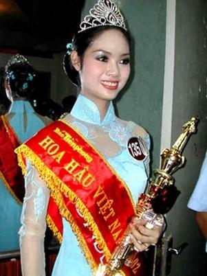 Hoa Hậu Phạm Thị Mai Phương đăng quang năm 2002