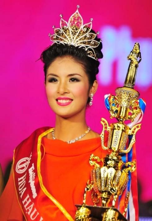 Hoa Hậu Đăng Ngọc Hân đăng quang năm 2010