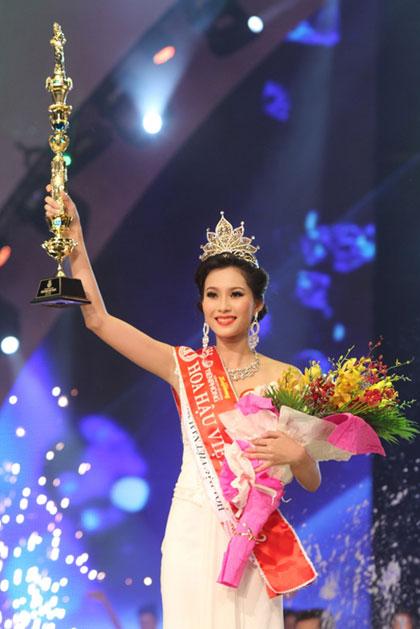 Hoa Hậu Đăng Thu Thảo đăng quang năm 2012