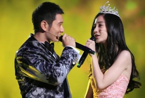 Vào tháng 1 năm 2015, Huỳnh Hiểu Minh chính thức trao những lời yêu thương cho Angelababy trong một chương trình truyền hình trực tiếp