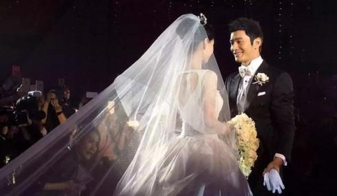Khoảng khắc thiêng liêng tại lễ cưới