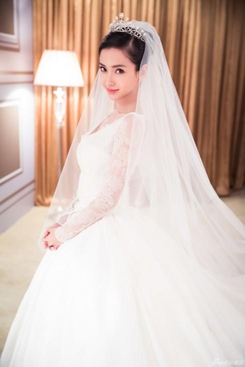 Cô dâu Angela Baby rạng rỡ trong trang phục ngày cưới
