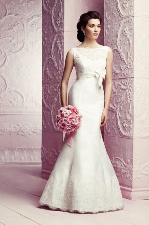 Những chiếc váy cúp ngực hoặc đuôi cá ôm sát sẽ giúp cô dâu khoe tối đa đường cong gợi cảm