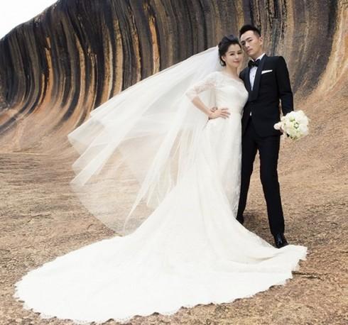 Bộ ảnh cưới lãng mạn của cặp đôi được đầu tư khá kỹ càng