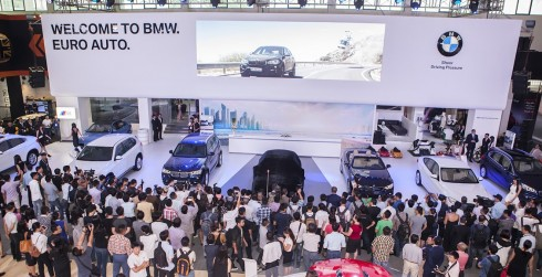 BMW lại chuyển tải chủ đề Cảm Xúc Thăng Hoa qua chuỗi 8 mẫu xe hùng hậu tại VIMS 2015