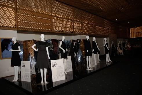 Quầy trưng bày các thiết kế thời trang của 7 thập niên