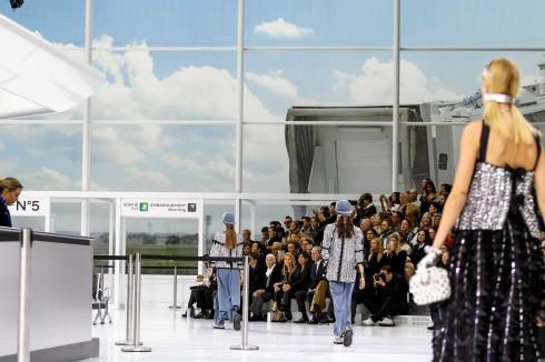 Cách bày trí xác thực tạo cảm giác hệt một sân bay quốc tế.