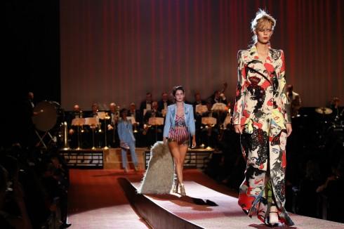 Sàn diễn thảm đỏ của Marc Jacobs.