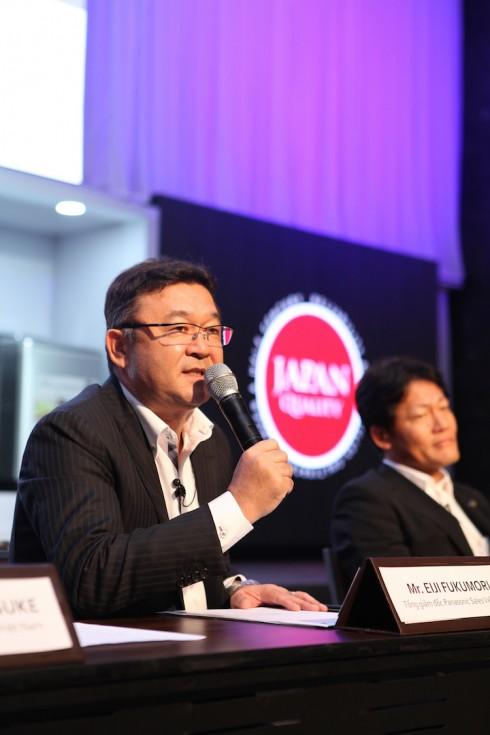 Ông Eiji Fukumori, Tổng giám đốc Công ty Panasonic Việt Nam giới thiệu các mẫu sản phẩm mới tại hội nghị.