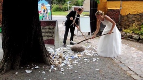 """Cảnh tượng khá """"kinh hoàng"""" trong một đám cưới ở Đức"""