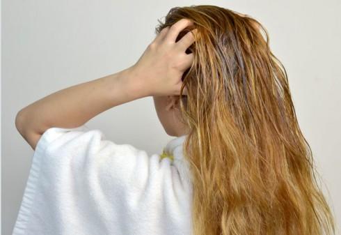 Massage da đầu thường xuyên kích thích các mạch máu lưu thông tốt hơn