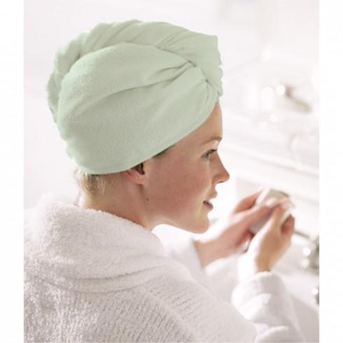 Quấn bằng khăn tắm thực sự là một thói quen rất có hại cho tóc