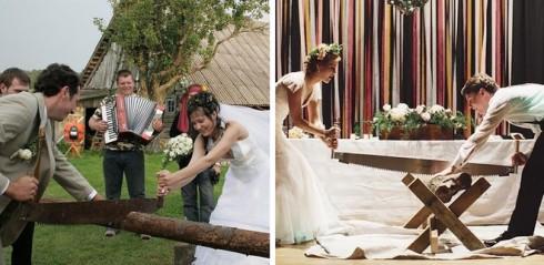 Cô dâu chú rể cùng nhau cưa gỗ trong một đám cưới ở châu Âu