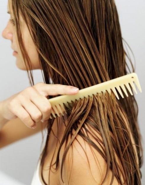 Hạn chế tối đa giật mạnh tóc khi chải để tránh trường hợp tóc gãy rụng