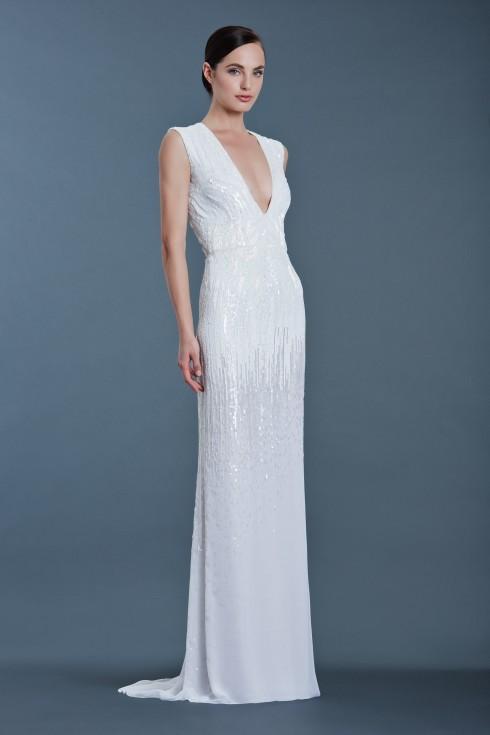 Với chiếc đầm suông này, cô dâu nếu không đẹp tựa nữ thần thì cũng sẽ đẹp như những minh tinh Hollywood.