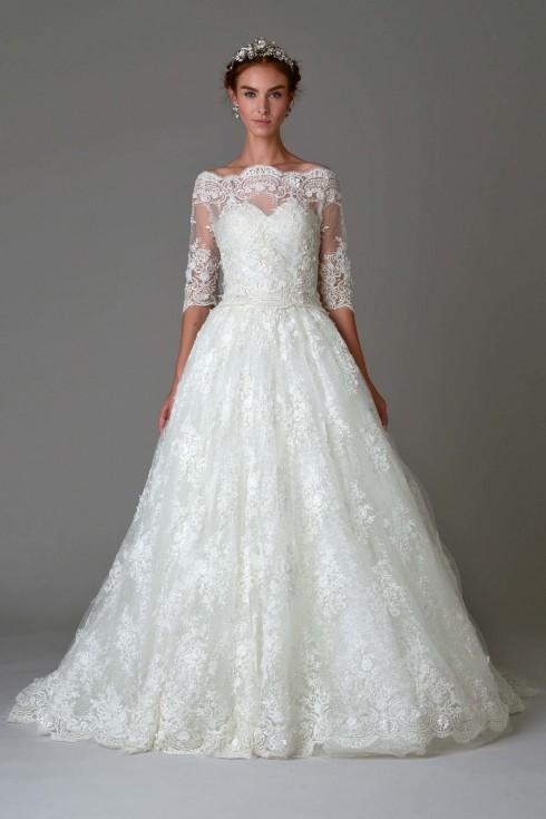 Marchesa luôn nổi tiếng với những mẫu đầm cưới cổ điển nhưng không hề xưa.