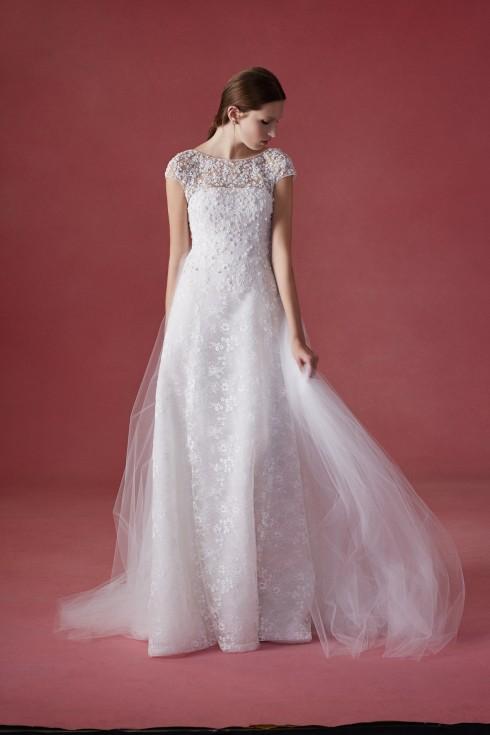 Oscar de la Renta đã luôn được xếp vào hàng ngũ những thương hiệu có những mẫu váy cưới đẹp nhất thế giới.