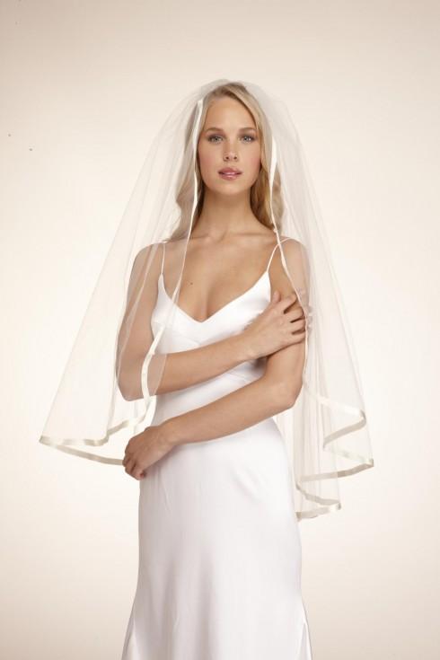 Khăn voan là phụ kiện không thể thiếu của các cô dâu