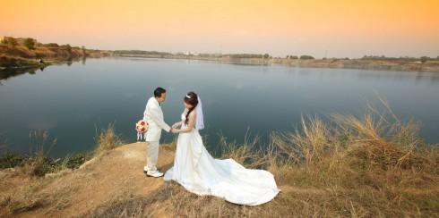 Khu vực hồ đá vắng vẻ và thơ mộng khá lý tưởng cho cô dâu chú rể thỏa sức tạo dáng chụp ảnh
