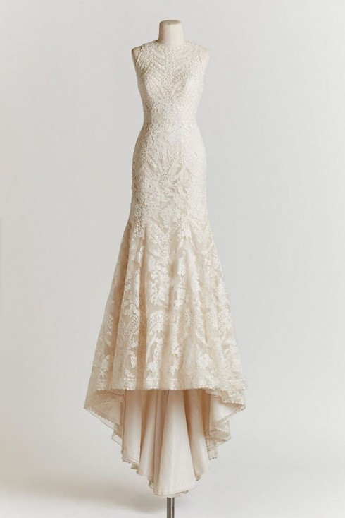 Áo cưới cổ yếm đáng yêu, trẻ trung và cổ điển.