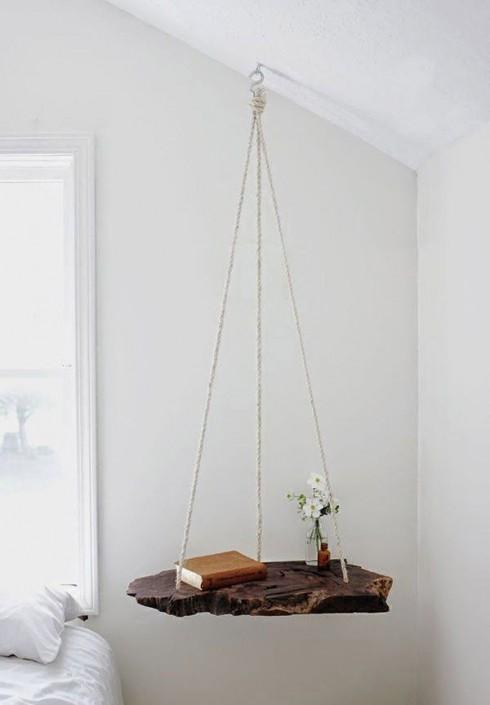 Một chiếc bàn treo đơn giản nhưng tiện dụng mà bạn hoàn toàn có thể tự làm tại nhà.