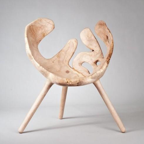 Chiếc ghế độc đáo với chi tiết uốn lượn lạ mắt.
