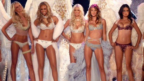 Từ trái qua: Karolina Kurkova, Tyra Banks, Heidi Klum, Gisele Bundchen and Adriana Lima