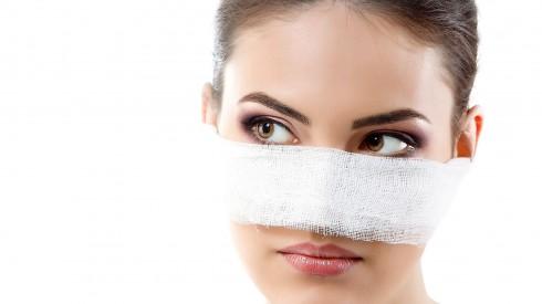 Những biến chứng khi lựa chọn nâng mũi tại nơi kém chất lượng sẽ khiến mũi bị biến dạng. thậm chí có thể dẫn đến hoại tử