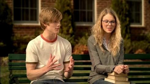Lucas Till chỉ tìm hiểu Taylor Swift đúng 1 tháng để đủ hiểu anh không thể làm bạn trai của Taylor.