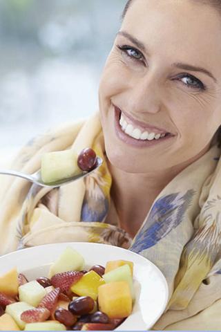 Khẩu phần ăn uống khỏe mạnh chứa nhiều rau xanh và trái cây sẽ giúp hạn chế nguy cơ mắc bệnh ung thư vú