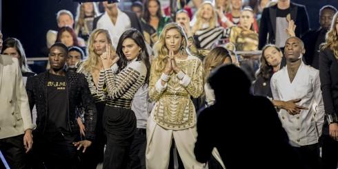Sải bước cho đêm diễn là hàng loạt người mẫu, siêu mẫu nổi tiếng.