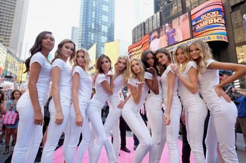 New York kỉ niệm 20 năm show diễn cùng các thiên thần Victoria's Secret 1 - elle vietnam