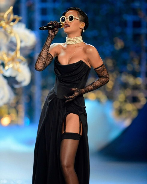 Nữ ca sĩ Rihanna sẽ quay trở lại với Victoria's Secret Fashion Show.