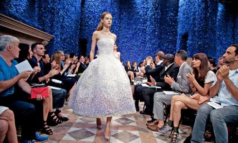 BST Haute Couture đầu tiên của Raf Simons trên cương vị Giám đốc Sáng tạo của Dior vào năm 2012.