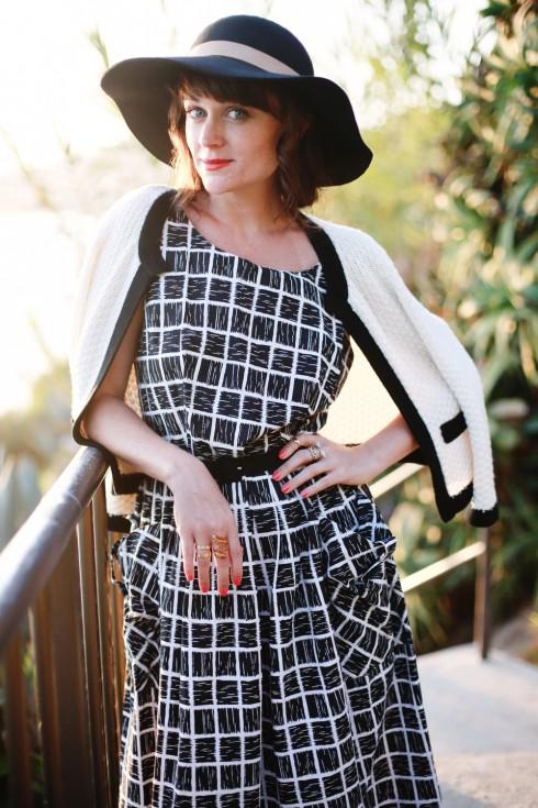 Chất với mẫu váy vintage tông đen trắng