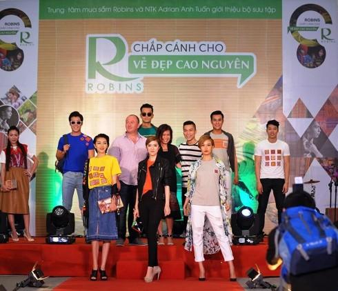 Sự kiện giới thiệu bộ sưu tập với sự trình diễn của các người mẫu hàng đầu được diễn ra tại Trung tâm mua sắm Robins, Crescent Mall, Thành phố Hồ Chí Minh.