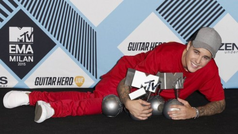 ca sĩ justin bieber dành chiến thắng tại MTV EMAs 2015 1 - elle vietnam