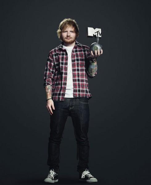 ca sĩ justin bieber dành chiến thắng tại MTV EMAs 2015 - ed sheeran - elle vietnam