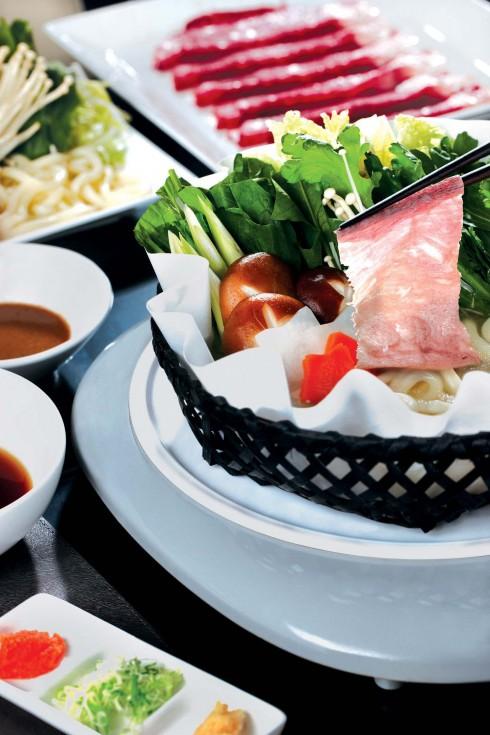 Trải nghiệm thực đơn Nhật Bản đặc biệt: lẩu bò Mỹ Shabu Shabu.