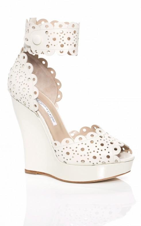 Những đôi giày đế xuồng chắc chắn sẽ giúp bước chân bạn vững chãi hơn