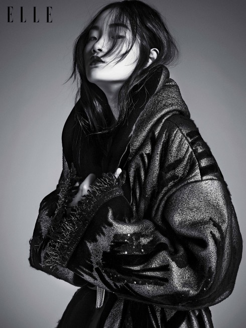 Áo khoác Donna Karan, Vòng đeo cổ Lele Sadoughi