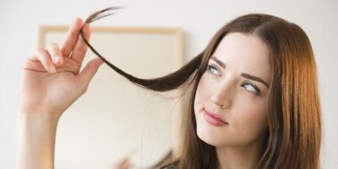 Với tóc giả, bạn nên lựa chọn sản phẩm làm từ tóc thật sẽ tự nhiên hơn sợi nhân tạo, ngoài ra bạn có thể dễ dàng tạo kiểu và chăm sóc chất tóc tốt hơn