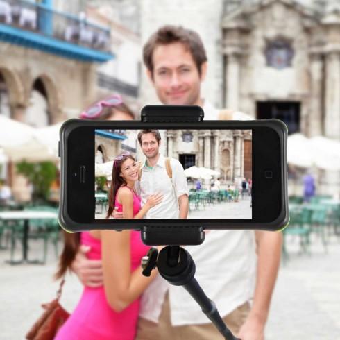 Tự chụp ảnh với gậy monopod cũng là một gợi ý không tồi cho những bức ảnh selfie đẹp