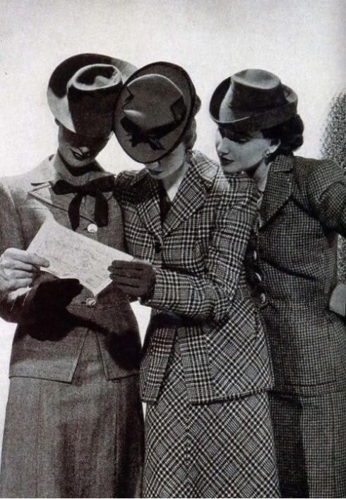 Điều kiện sống mới buộc thời trang thay đổi hòng thích nghi với nhiều giới hạn hiện hữu thời bấy giờ.