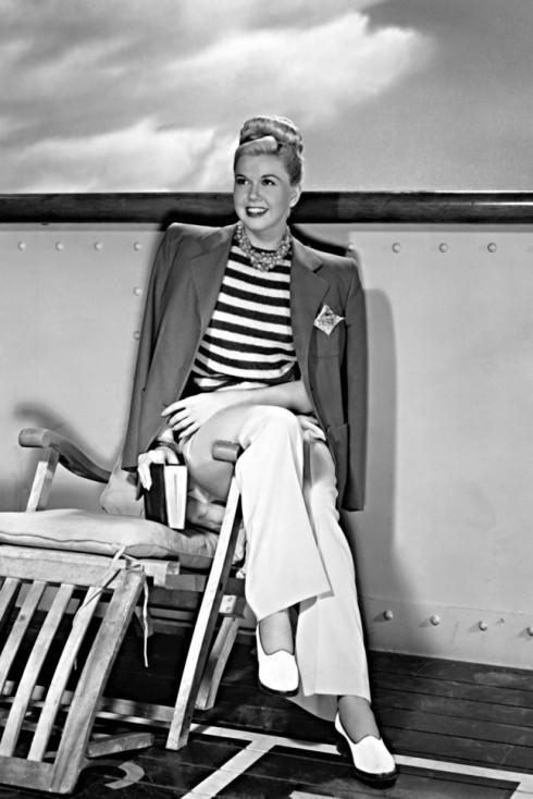 Doris Day với phong cách thời trang thủy thủ trên phim trường bộ phim