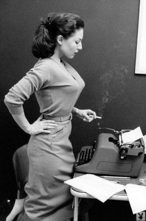 Hình ảnh người phụ nữ công sở của thập niên 40.