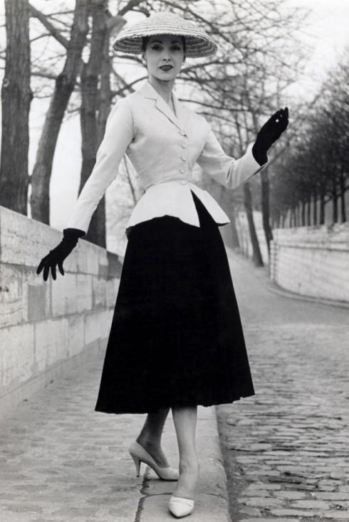 """New Look"" năm 1947 của Christian Dior."