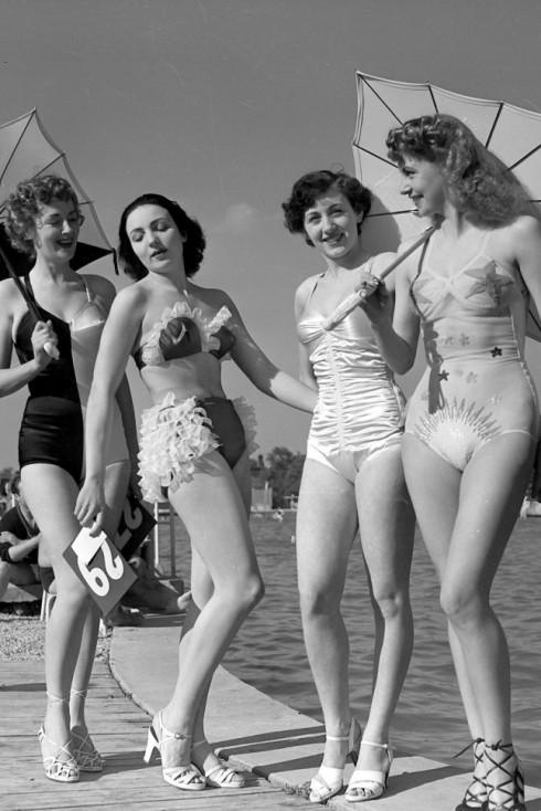 Cuộc cạnh tranh nhỏ xem ai mặc đồ tắm đẹp hơn của các quý cô Paris, 1949.
